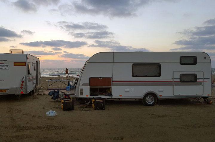קרוואן דגם שניר- חוף הים בשקיעה
